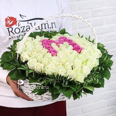 Корзина из 51 розы с буквой