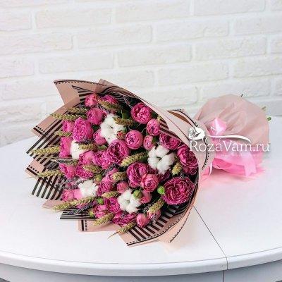Букет пионовидных кустовых роз с лавандой