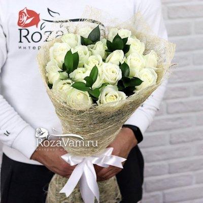 Букет из 19 белых роз (50 см) + зелень