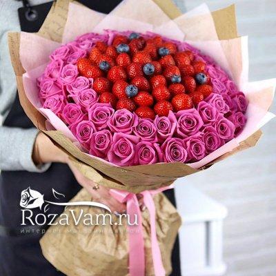 Букет из клубники с розами