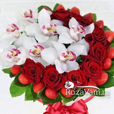 Клубничная коробочка с розами L
