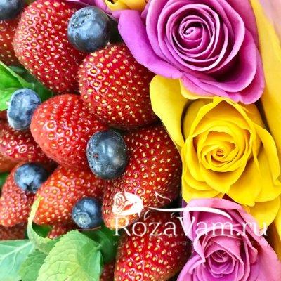 Букет из роз с ягодами №2