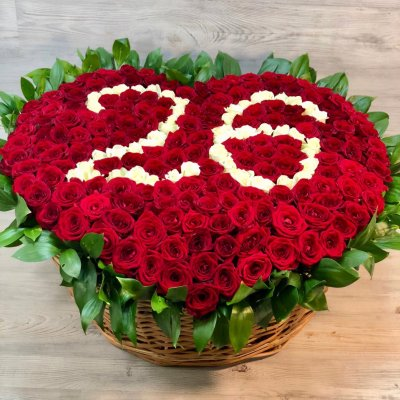 Корзина из 201 розы с цифрами