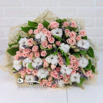 Букет кустовых роз с лавандой