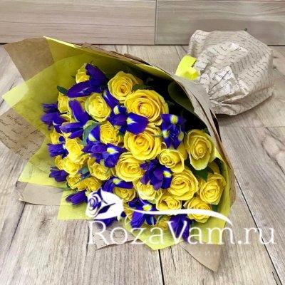 Букет из желтых роз с ирисами