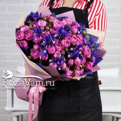 Букет пионовидных роз с ирисами