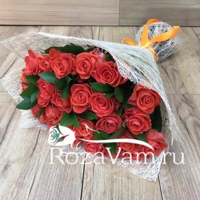 букет из 29 оранжевых роз+зелень