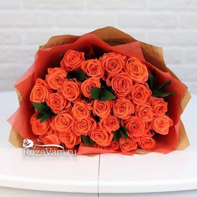 букет из 29 оранжевых роз+зелень 50 см