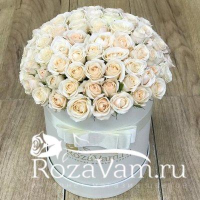 Коробка из крем кустовых роз