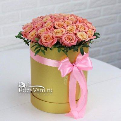 Коробка с персиковыми розами