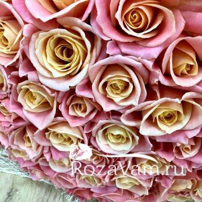 Букет из персиковой розы 51 шт
