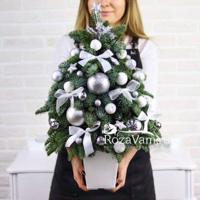 Новогодняя живая елка серебро