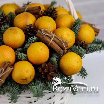 Новогодняя корзина с мандаринами