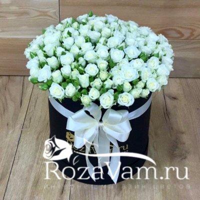 Коробка из 51 кустовой белой розы