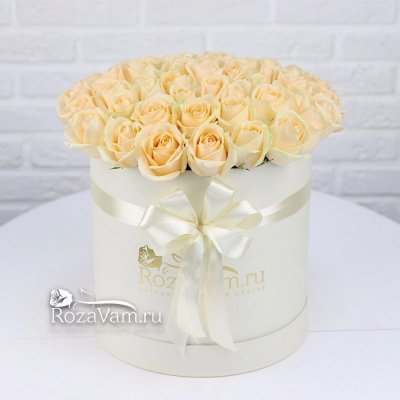 Коробка из 51 кремовой розы