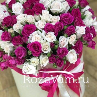 Кустовые розы в коробке 51 шт