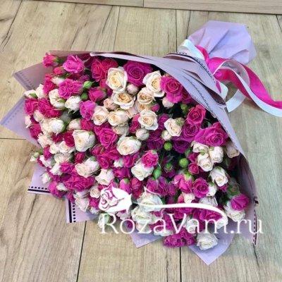 букет кустовых роз 29 шт