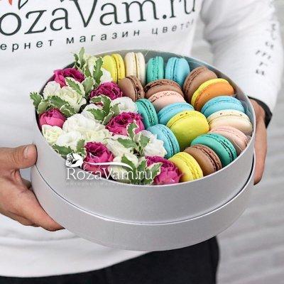 Набор макарун с цветами