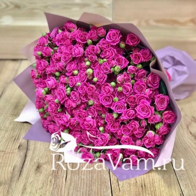 букет из 51 кустовой малиновой розы