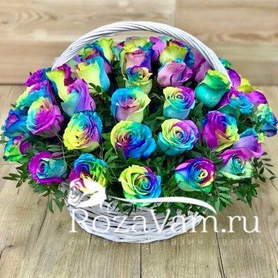 Корзина из 51 радужной розы