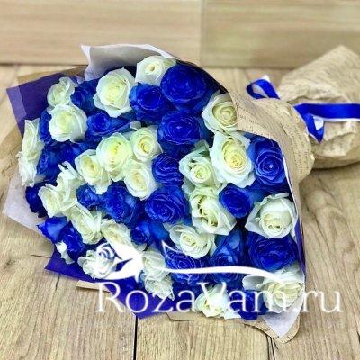 Букет из 51 бело синей розы