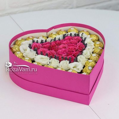 Сердце цветов с конфетами