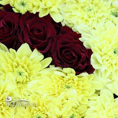 Имя из хризантем с розами