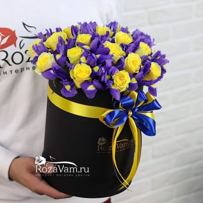 Коробка ирисов с розами