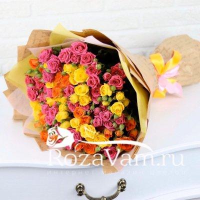 Букет из 25 веточек кустовых роз