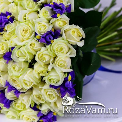 Букет из 101 розы с ирисами