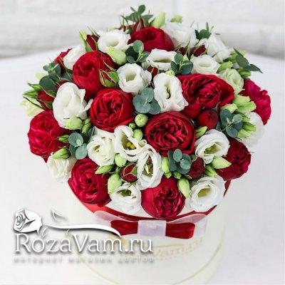 коробка пионовидных роз с эустомой