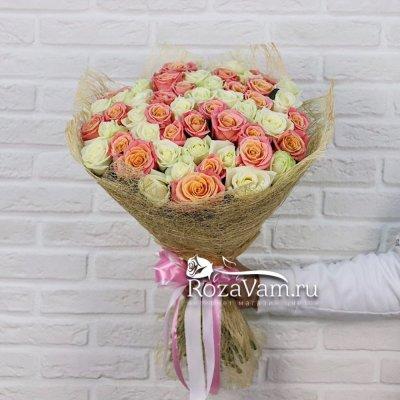 Букет из 51 бело персиковой розы