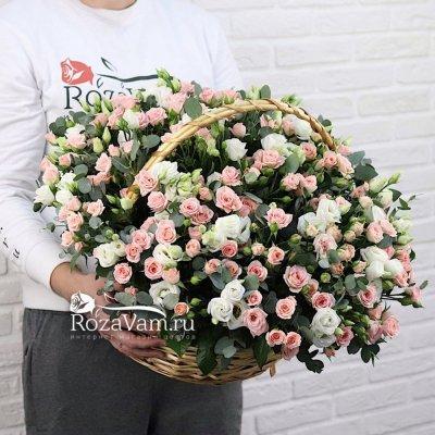 Корзина  из эустом с розами