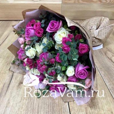 Мини букет роз с эвкалиптом