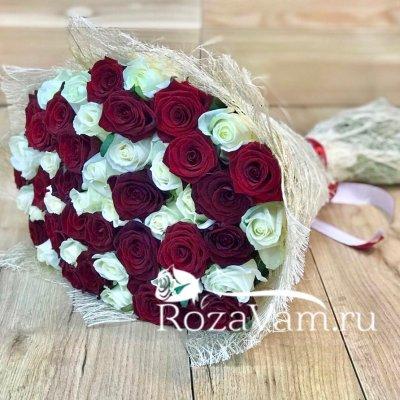 Букет из 51 красно-белой розы (50 см)
