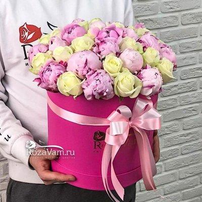 коробка микс пионов с розой
