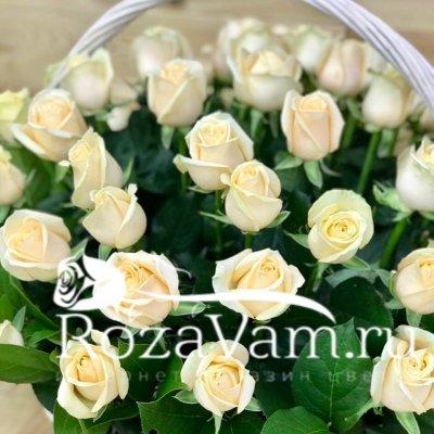Корзина из 51 кремовой розы