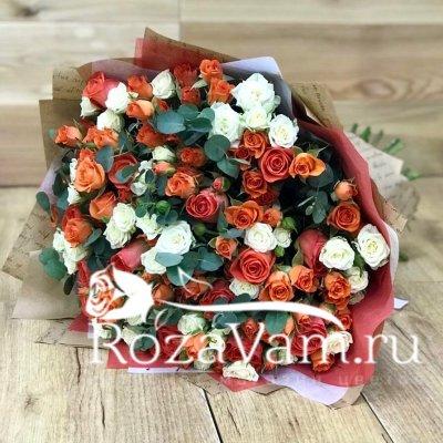 Кустовая роза микс в букете