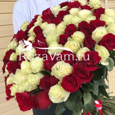 Букет из 101 метровой розы микс