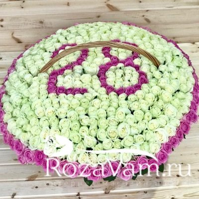 Корзина из 501 розы с цифрами