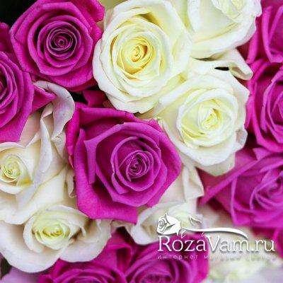 Букет из 19 бело-розовых роз (50 см)