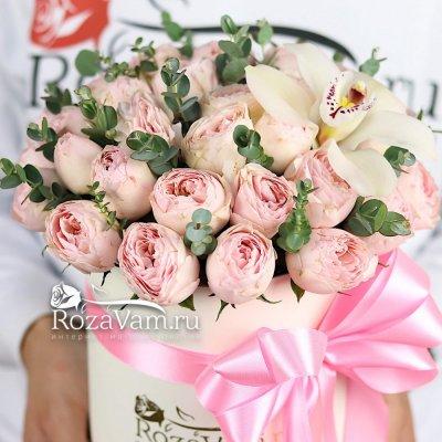 пионовидные розы с орхидеей