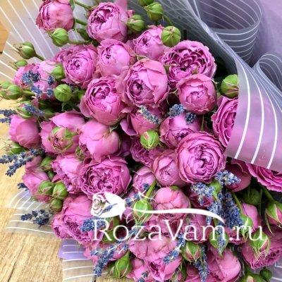 Букет из пионовидных роз с лавандой