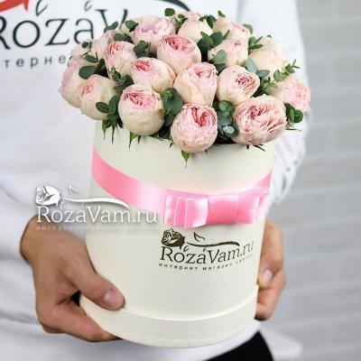Шляпная коробочка из 11 пионовидных роз