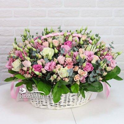 Корзина микс из роз и эустом