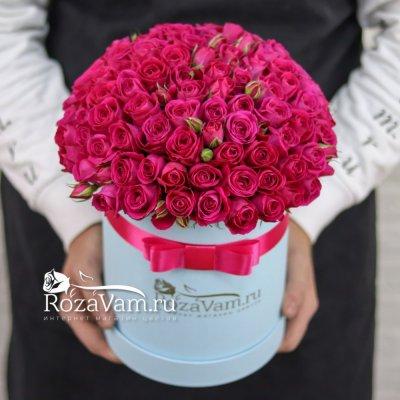 коробка с малиновыми розами