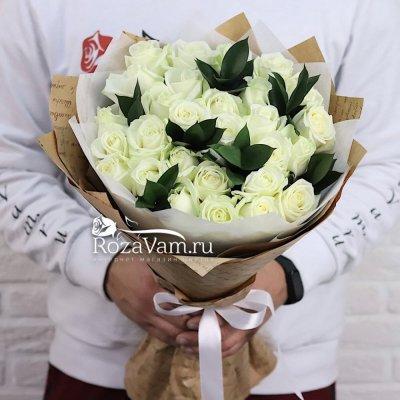 Букет 29 роз с зеленью 70см