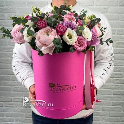 Авторская композиция роз с ранункулюсами