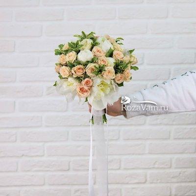 Букет невесты с белыми пионами