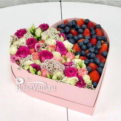 Ягодное сердце с цветами